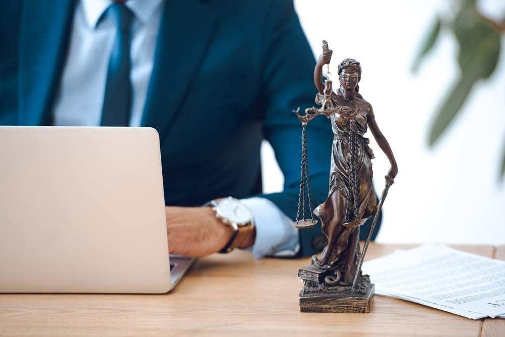 Daños constructivos edificación reclamación por abogado - falsedad documental