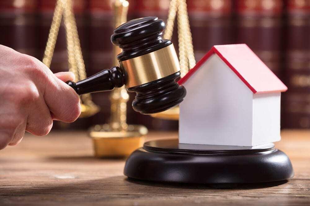 abogado vivienda juez